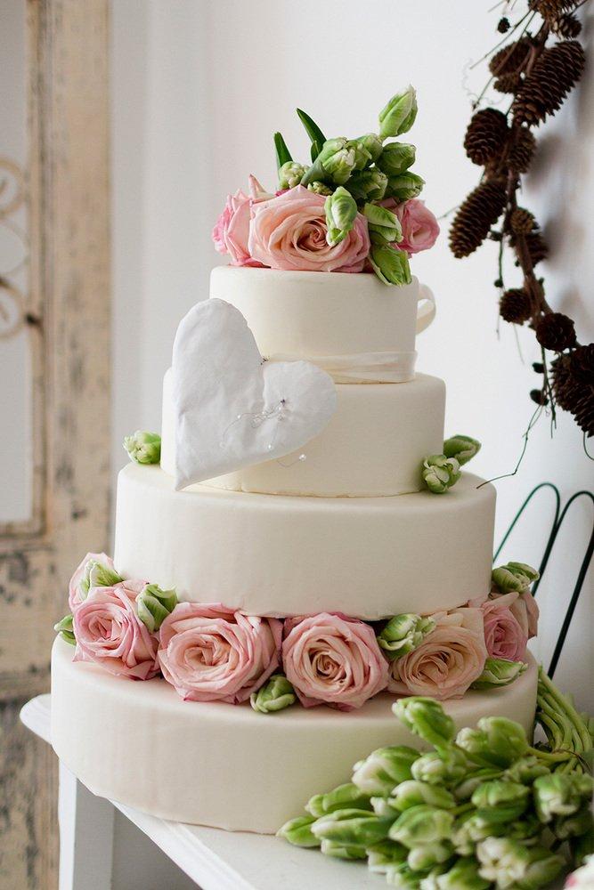 Torturi Decorate Cu Flori Naturale Grace Couture Cakes